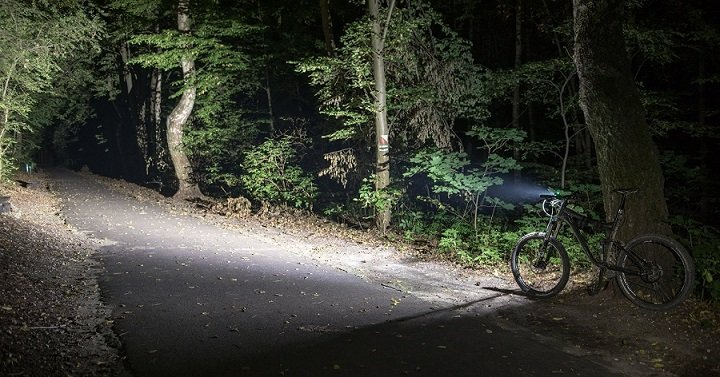a0fbd07bfe3 The 7 Best Bike Lights Reviewed   Compared For 2019