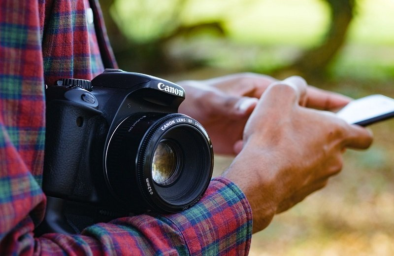 DSLR camera for hikers