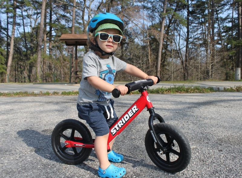 8b73d25f4800 Balance bikes teach kids from about 2 – 5 years old how to eventually  master a pedal bike in a variety of ways. They start by walking while  straddling the ...