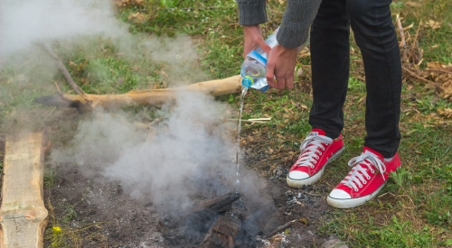 campfire safety extinguishing