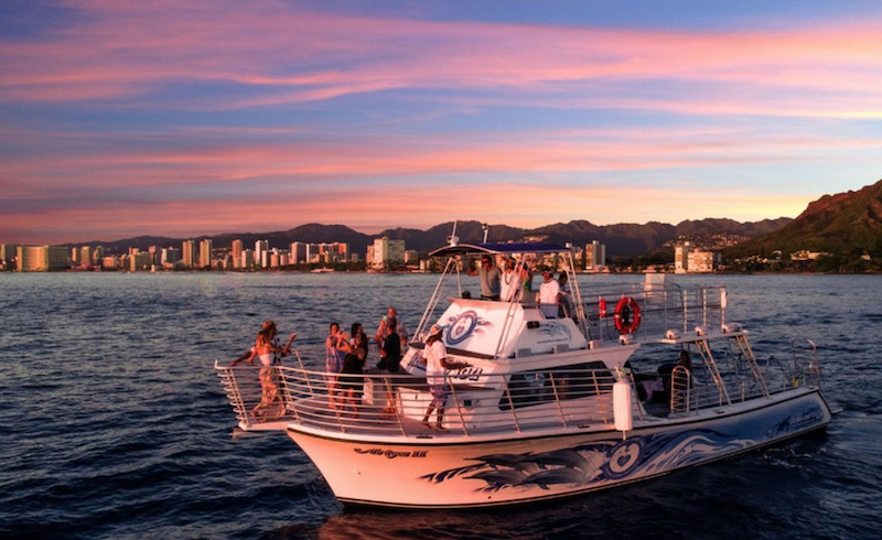 Oahu: Waikiki Sunset Dinner Cruise with Live Entertainment