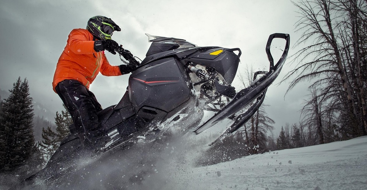 How to Dress for Snowmobiling